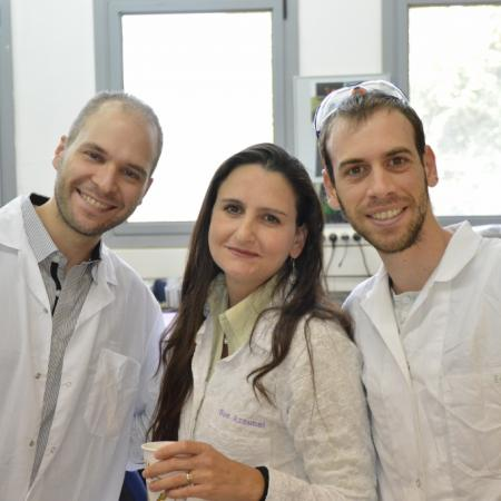 Isaac, Sue and Eitan at the lab