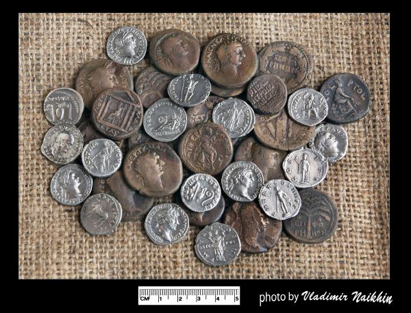 An early 2nd century CE hoard of coins (V. Naikhin)