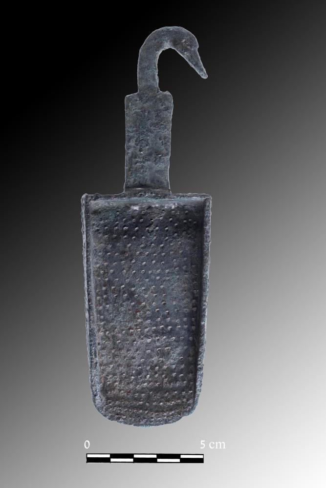 A bronze incense shovel from area E (Tal Rogovski)